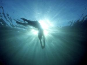 sun-rays-under-water