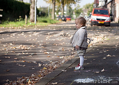 child-playing-street-